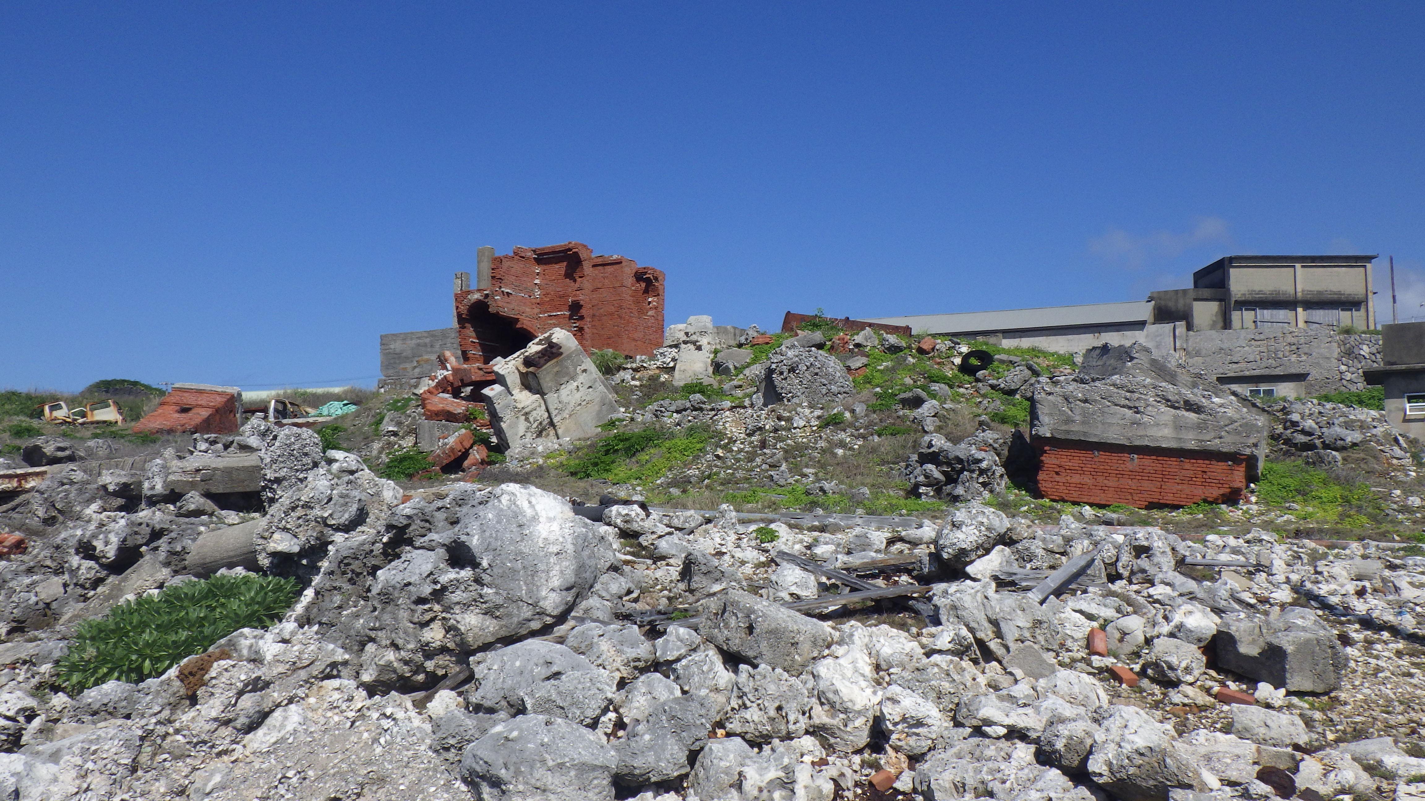北大東島の燐鉱石貯蔵庫跡