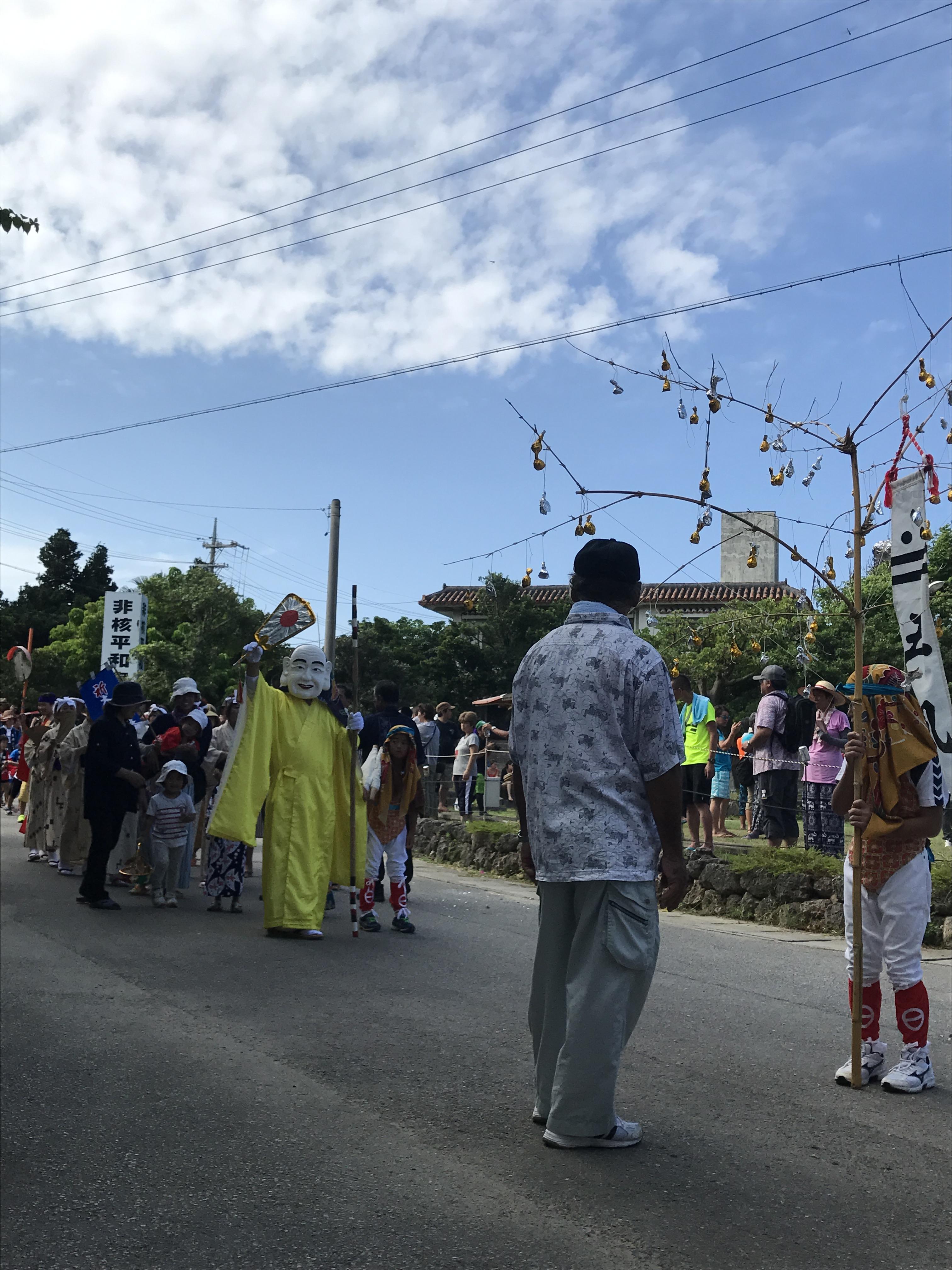 最南端のお盆 波照間島の「ムシャーマ」ミルクの神様の行列