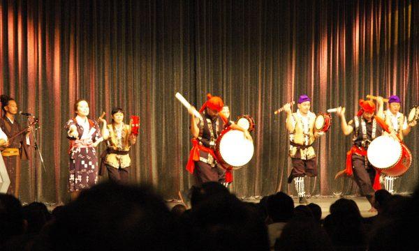 儀間神奈川會による大太鼓や指笛による大迫力のエイサー