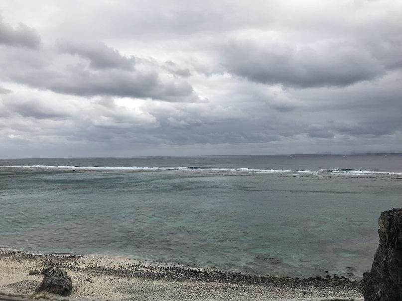 伊平屋島の「天岩戸伝説」である「クマヤ洞窟」からの景色