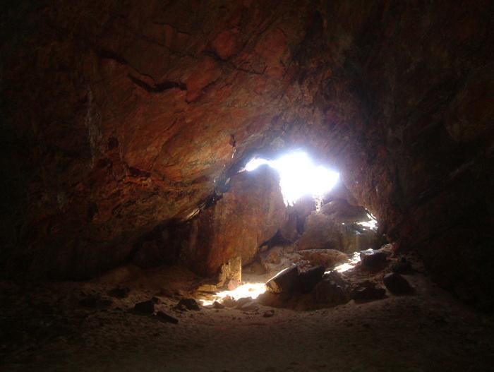 伊平屋島の「天岩戸伝説」である「クマヤ洞窟」の聖域