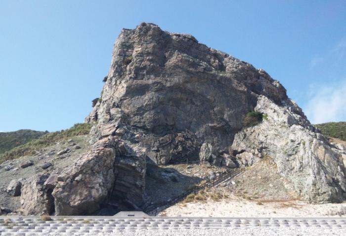 伊平屋島の「天岩戸伝説」である「クマヤ洞窟」