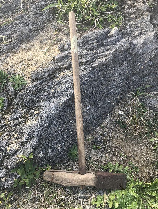石を切り出す斧