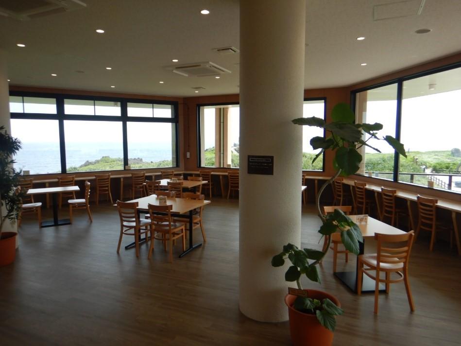 辺戸岬の眺望を楽しみながら飲食を