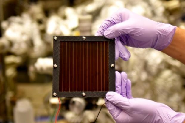 100 cm2のペロブスカイト太陽電池