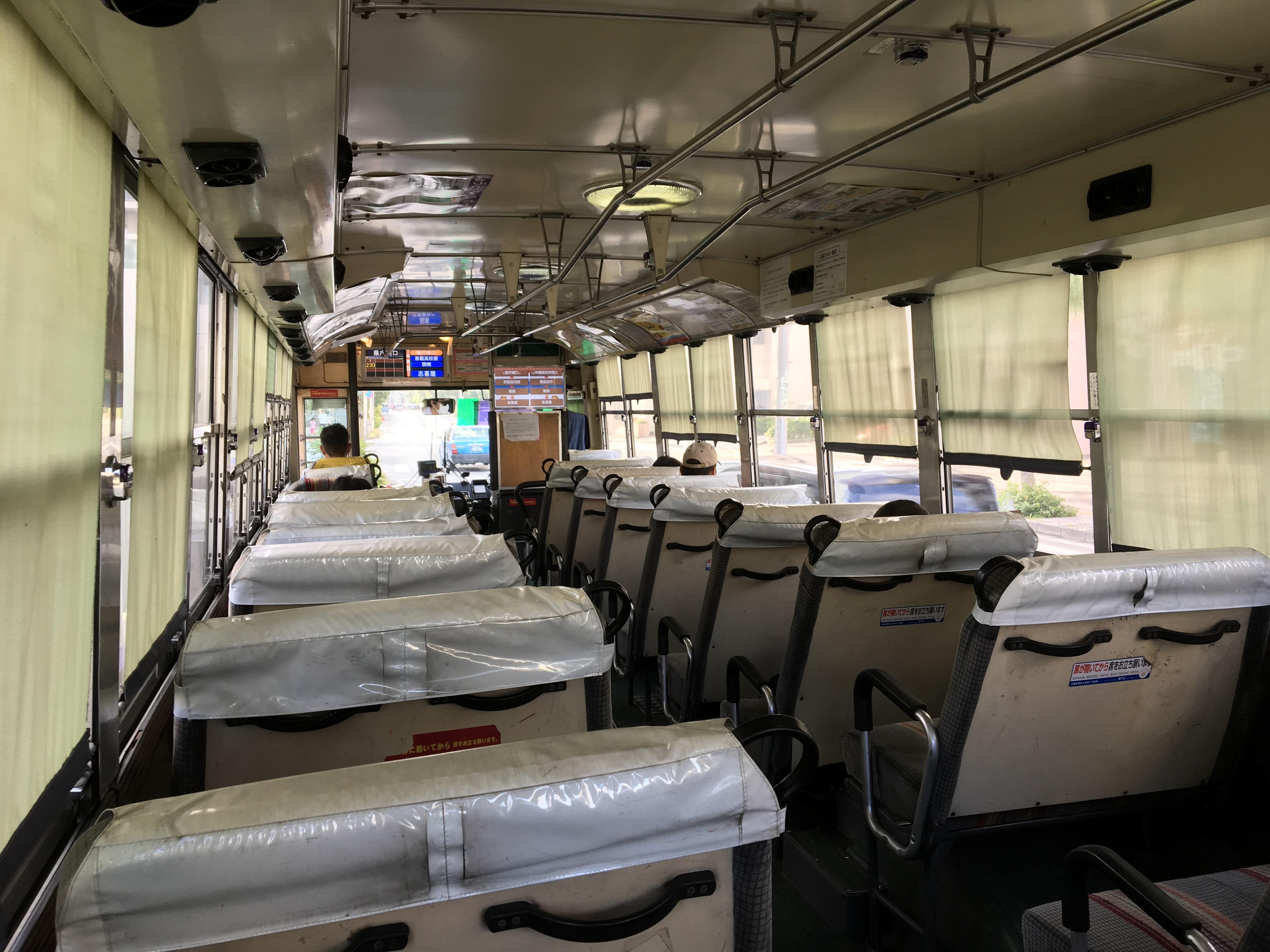 写真:バス内