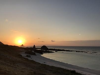伊平屋島スーガ浜夕日