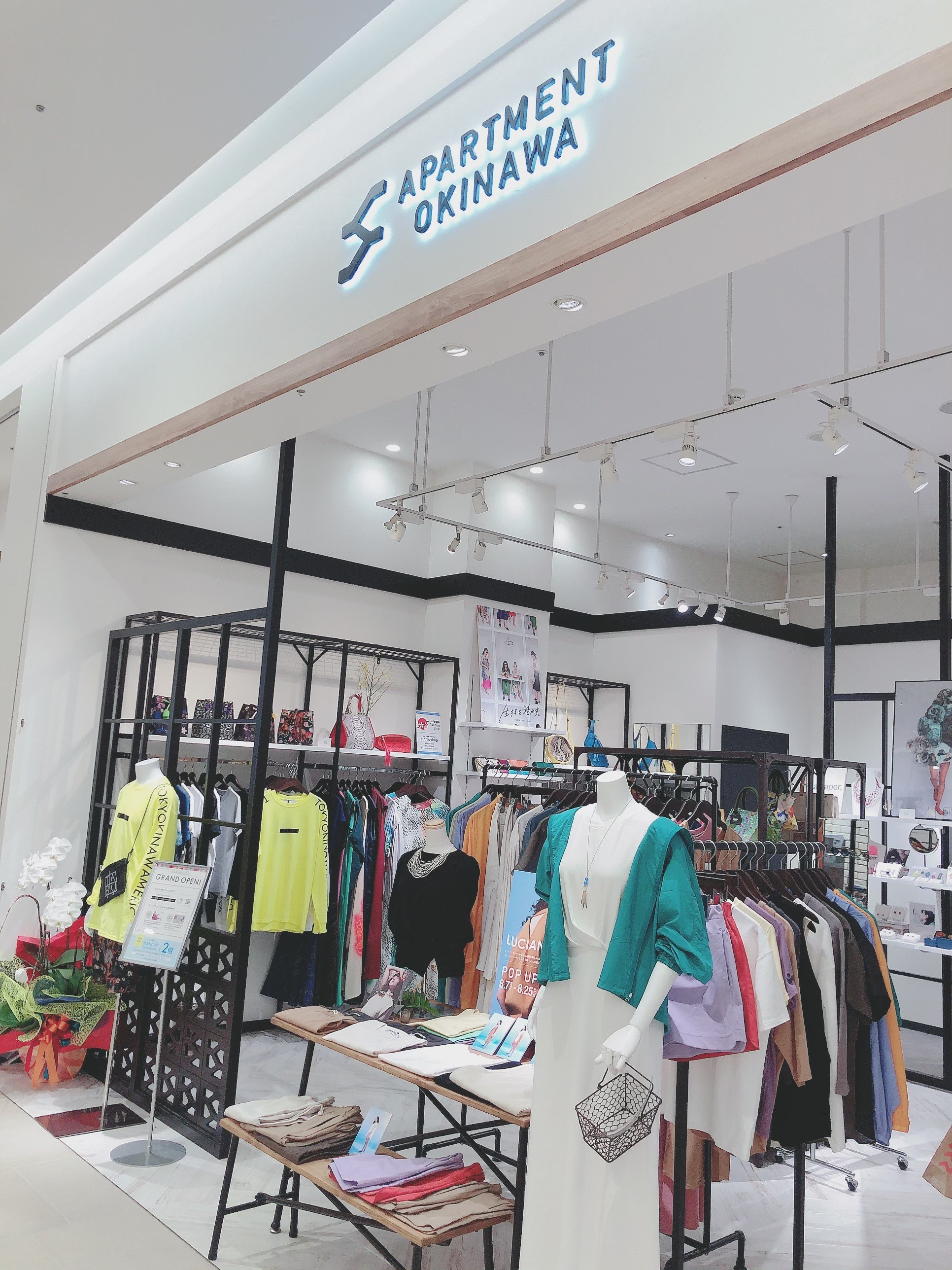 沖縄の人気ブランドが大集結したアパレルショップ