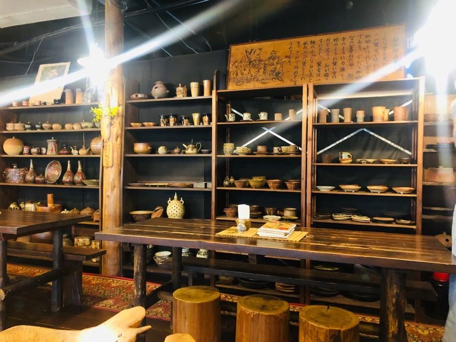 沖縄の伝統工芸品や書籍