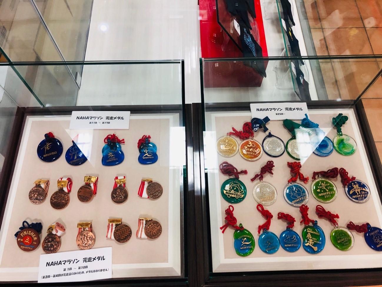 完走者には琉球ガラスをあしらったメダルのプレゼント