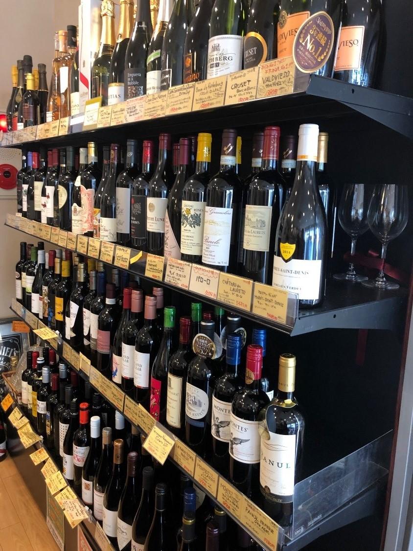 ワインもこんなにずらり