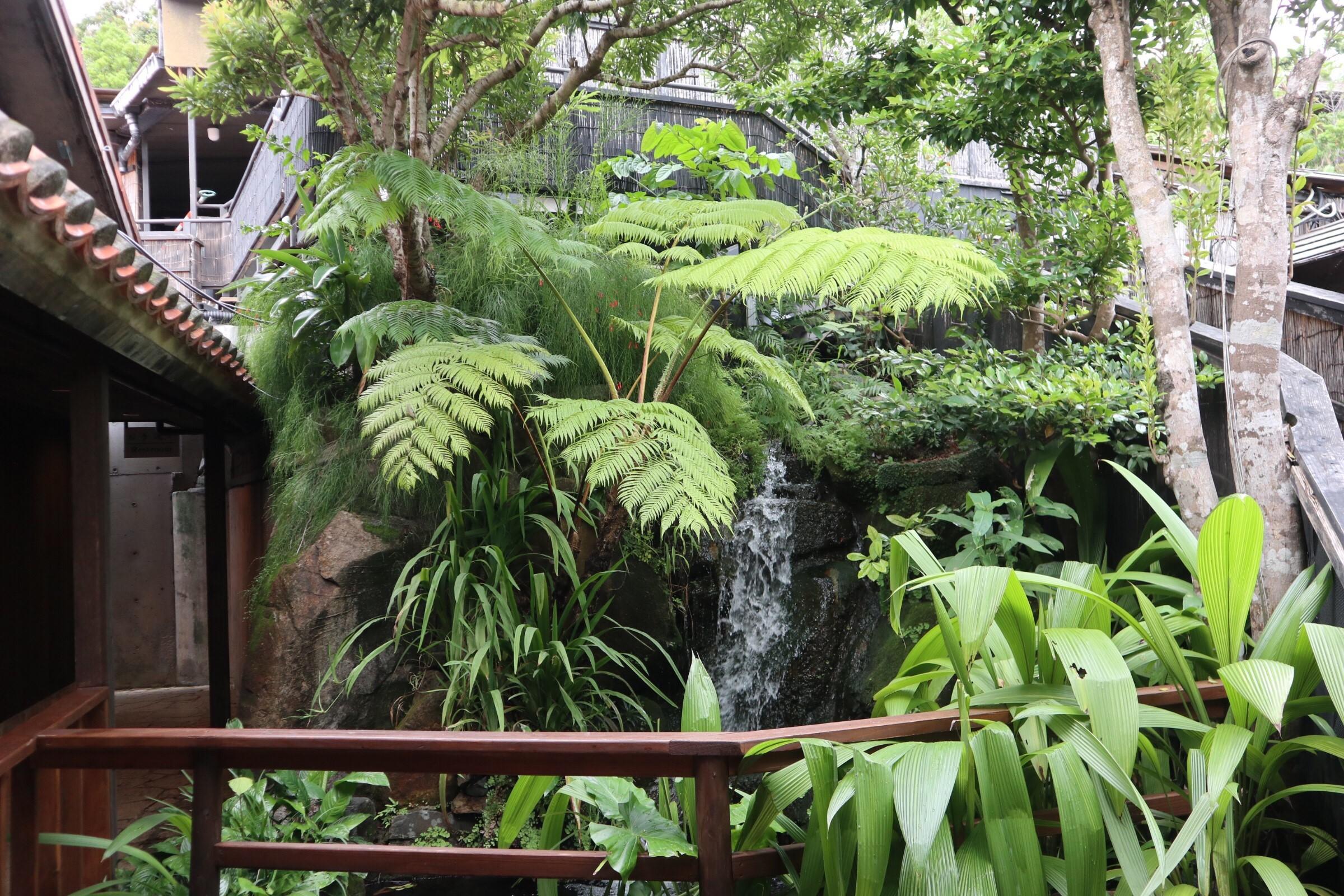 沖縄らしさも日本らしさも感じる庭園