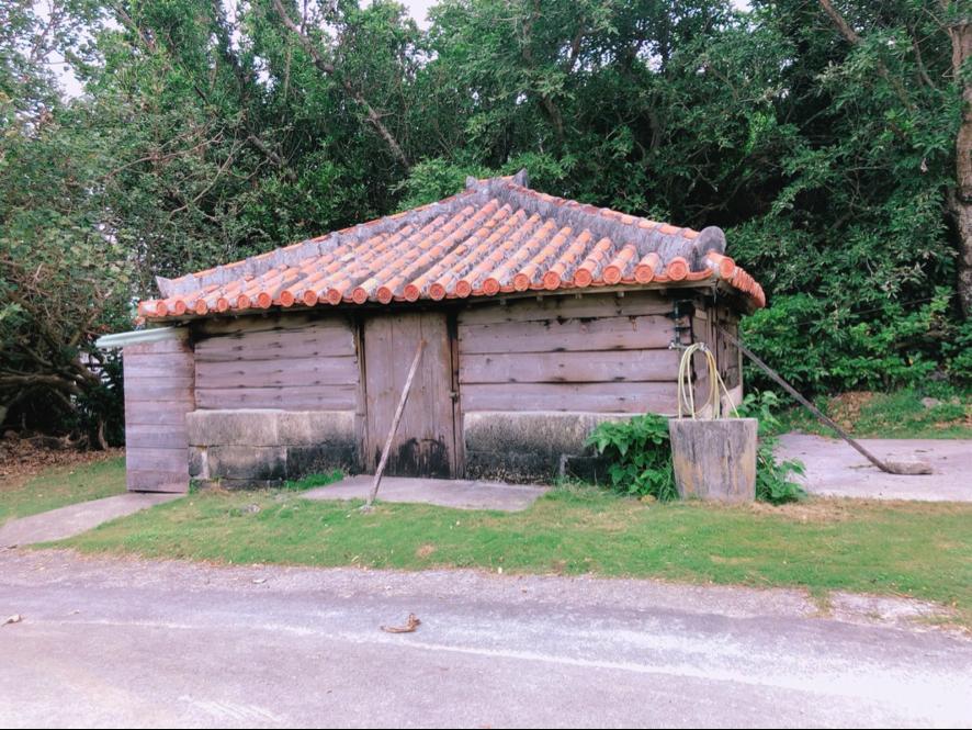 イラブーの燻製小屋