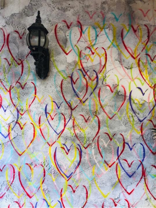 美浜アメリカンビレッジのフォトジェニックスポット「カラフルハート(ハートの壁)」