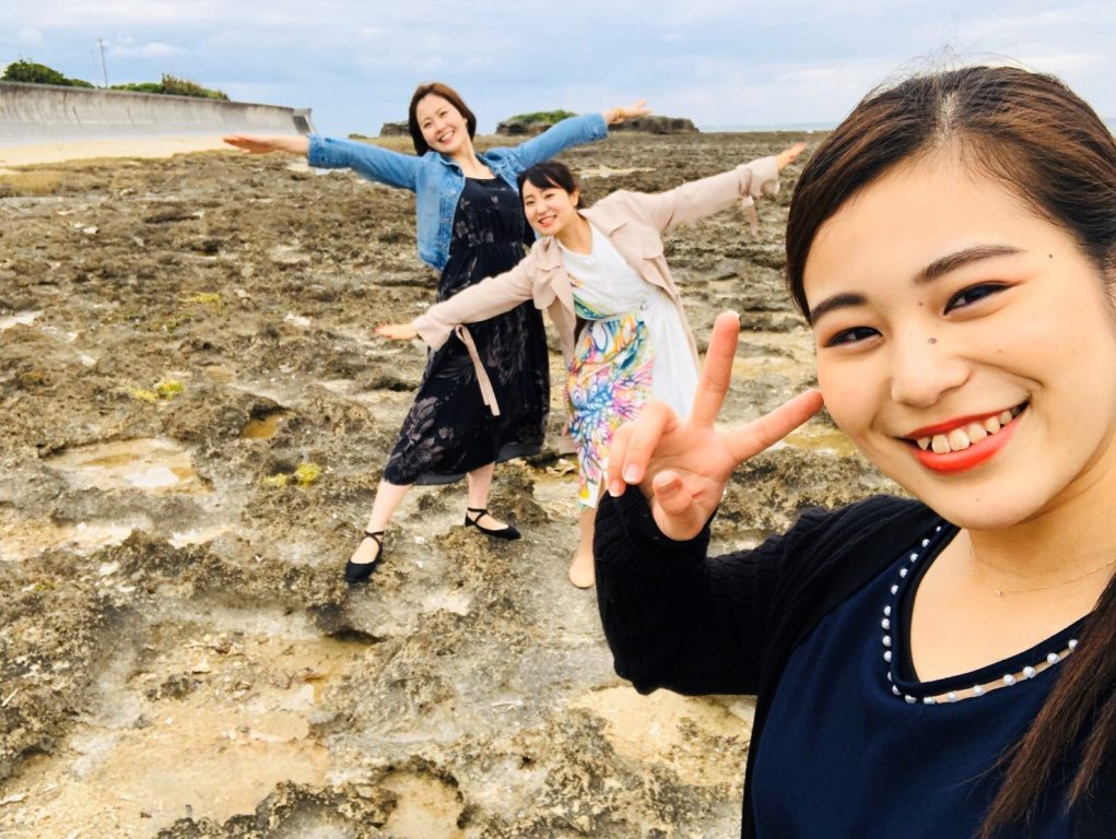 奥武島での琉球大学女子大生の3ショット