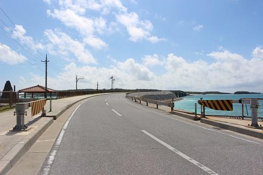 伊平屋島の南の端に野甫島