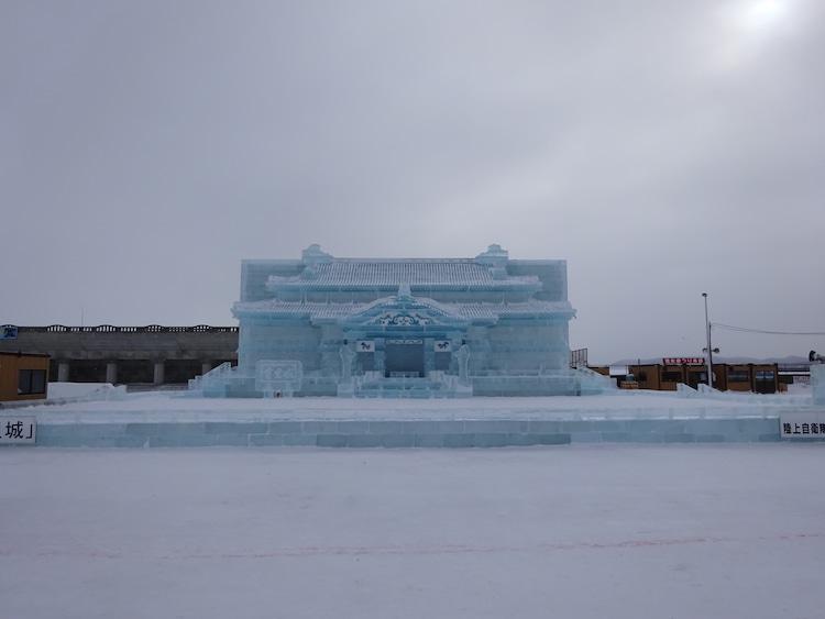 北の大地での氷像『首里城正殿』