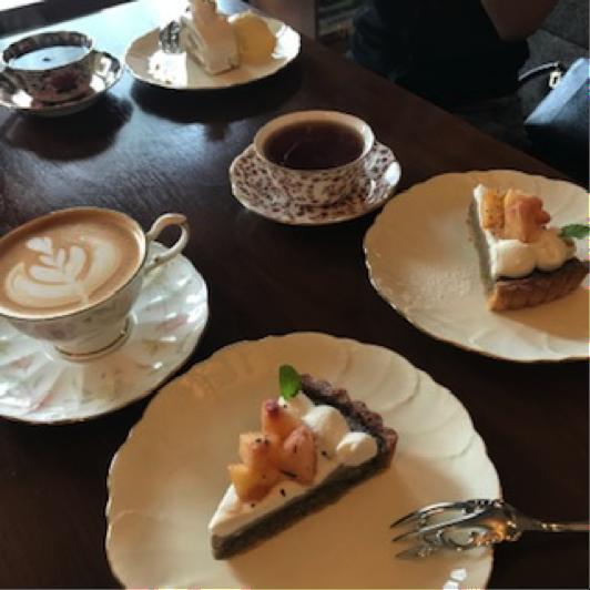 「珈琲専科LOOP」桃を使ったケーキ
