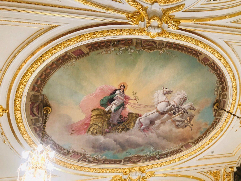 女神オーロラの天井画