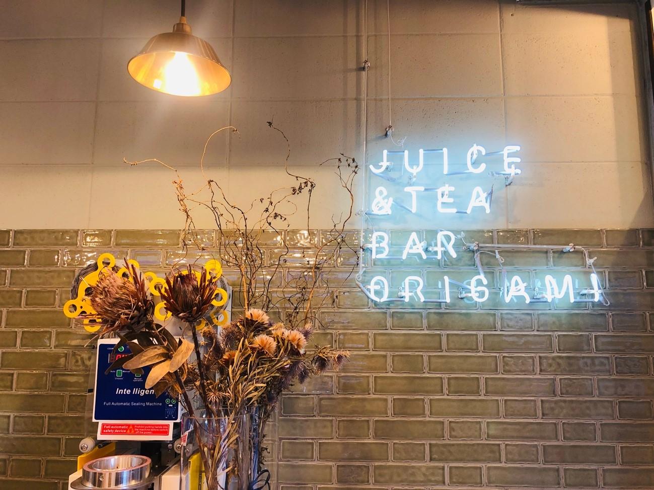 Juice & Tea Bar ORIGAMI 北谷アメリカンヴィレッジ店の店内