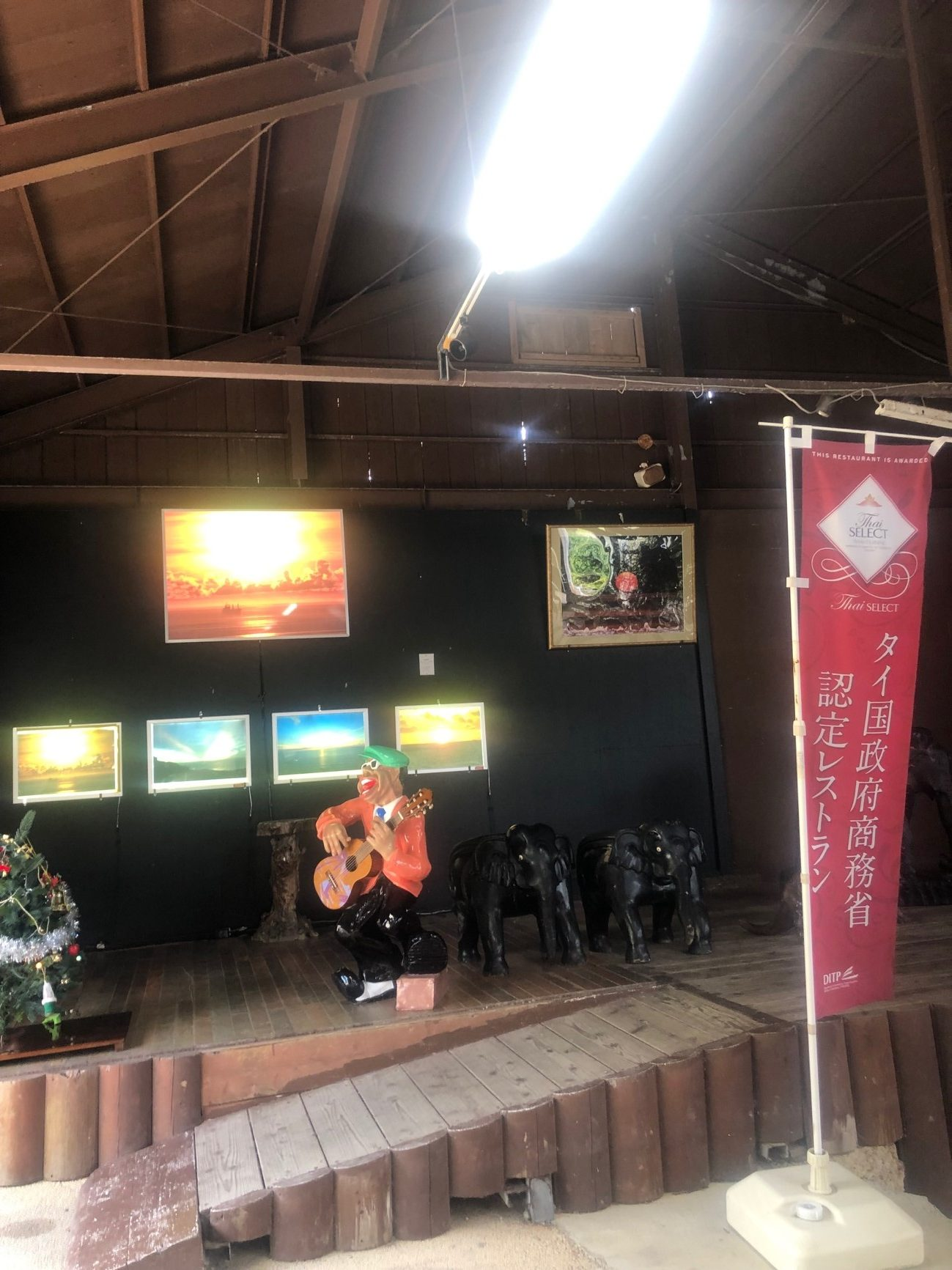 沖縄でも随一の絶景カフェ「カフェくるくま」タイ国政府商務省認定レストランの本格カレーが楽しめる