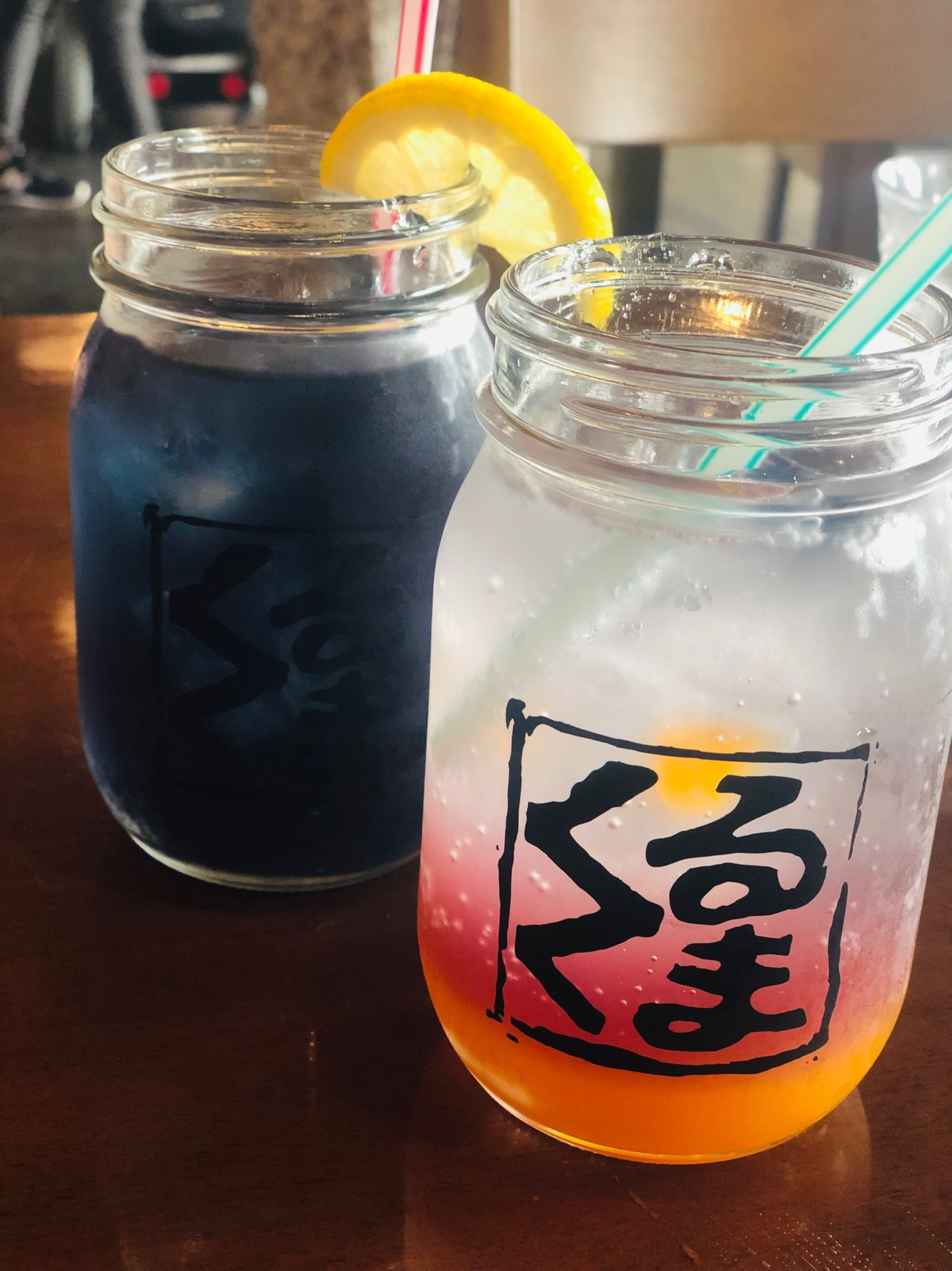 沖縄の人気絶景カフェ「カフェくるくま」の青いドリンク「バタフライピー」