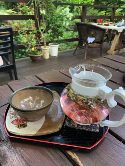 沖縄県本部町のカフェ「Cafe ichara (カフェイチャラ )」の自家製ハーブティー