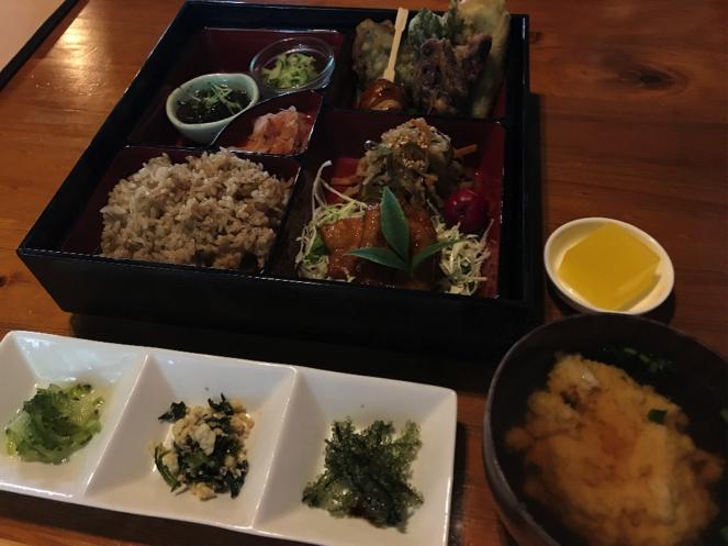 沖縄県名護市の古民家カフェ「喜色(Kiiro)」の喜色御膳とゆし豆腐セット