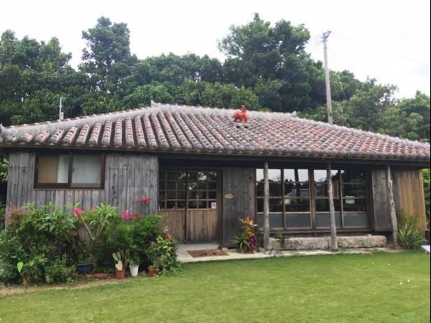 沖縄県名護市の古民家カフェ「喜色(Kiiro)」 築95年以上の古民家は昭和8年に屋我地島へ移動