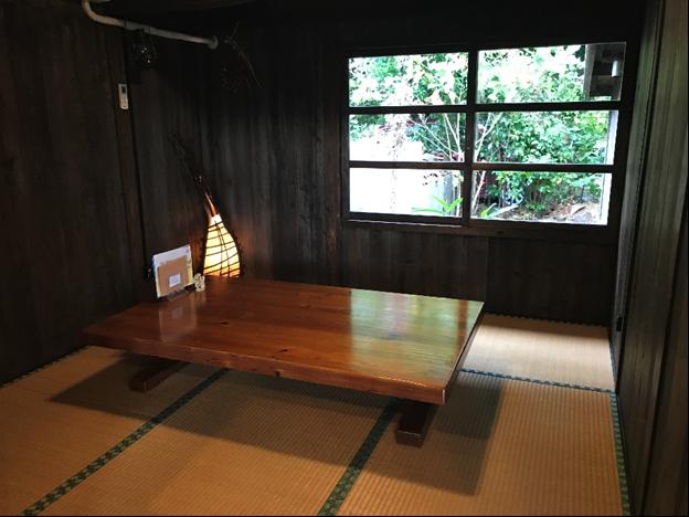 沖縄県名護市屋我地島にある人気カフェ「古民家カフェ喜色-Kiiro-」畳席