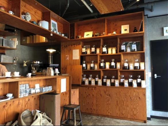 宜野湾のカフェ+珈琲焙煎店「YAMADA COFFEE OKINAWA 山田珈琲 沖縄」の店内