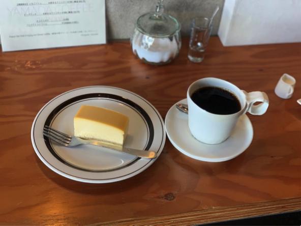 宜野湾のカフェ+珈琲焙煎店「YAMADA COFFEE OKINAWA 山田珈琲 沖縄」チーズケーキとベルベット