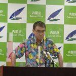 河野大臣がかりゆしウェアを着用して会見を行いました。